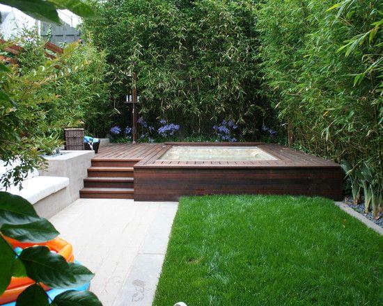 Innenhof Gestaltung Pool Bambus Sichtschutz Rasenfläche
