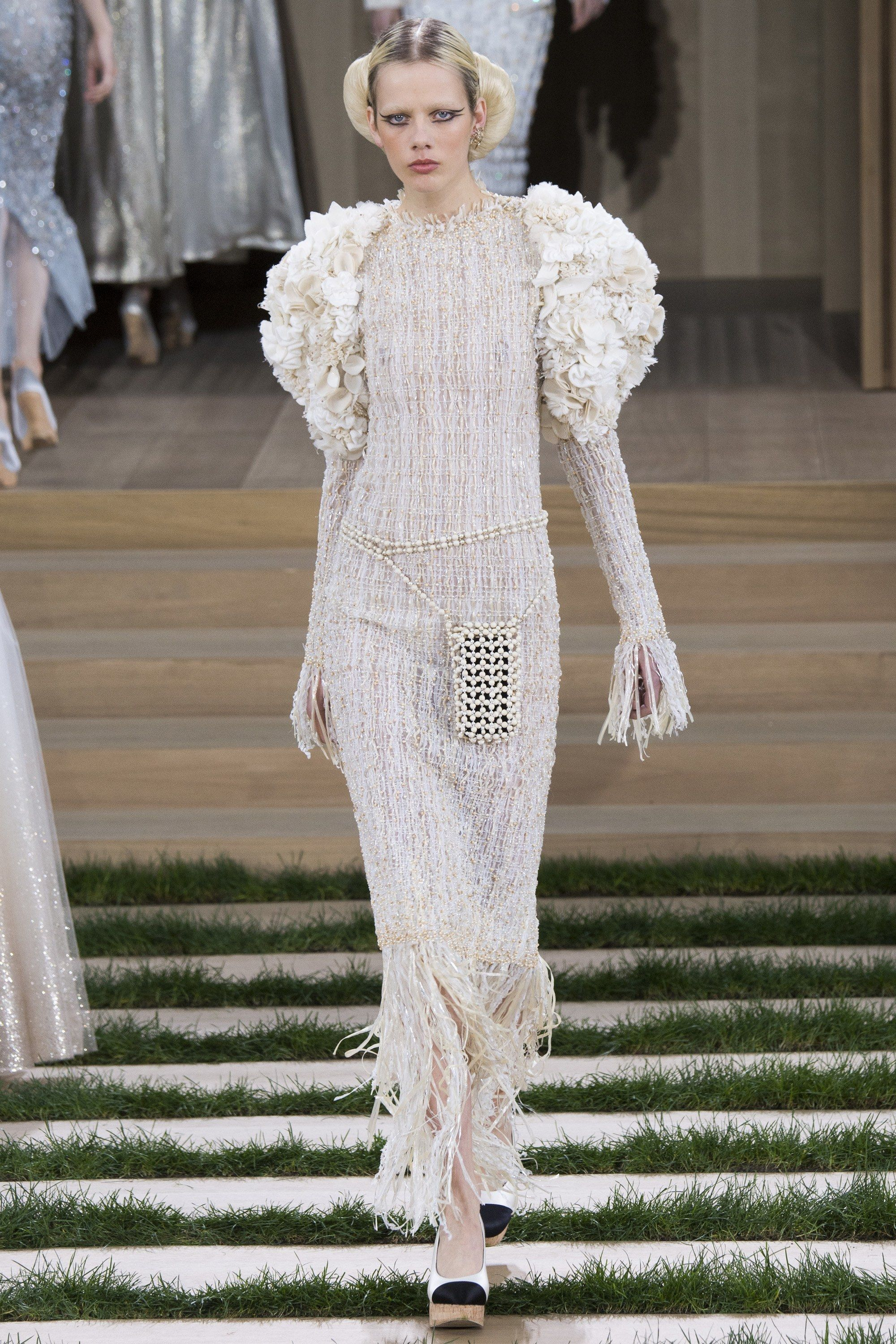 50d96b3ead5 Chanel Spring 2016 Couture Collection - Vogue Christian Siriano, Christian  Dior, Gold Fashion,