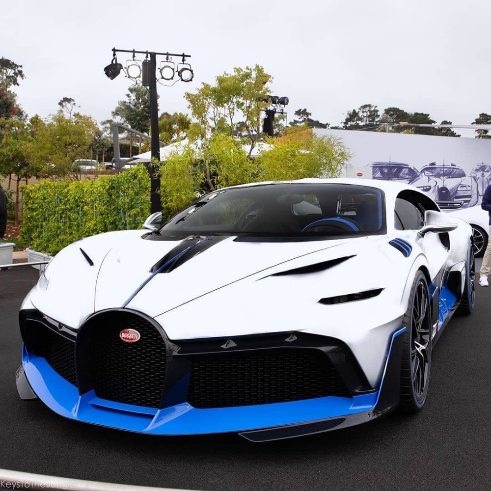 Cars Supercars Exotics Auf Instagram Bicolor Bugatti Divo Rate It From 1 1000 Follow Carifex For Super Cars Bugatti Super Sport Cars