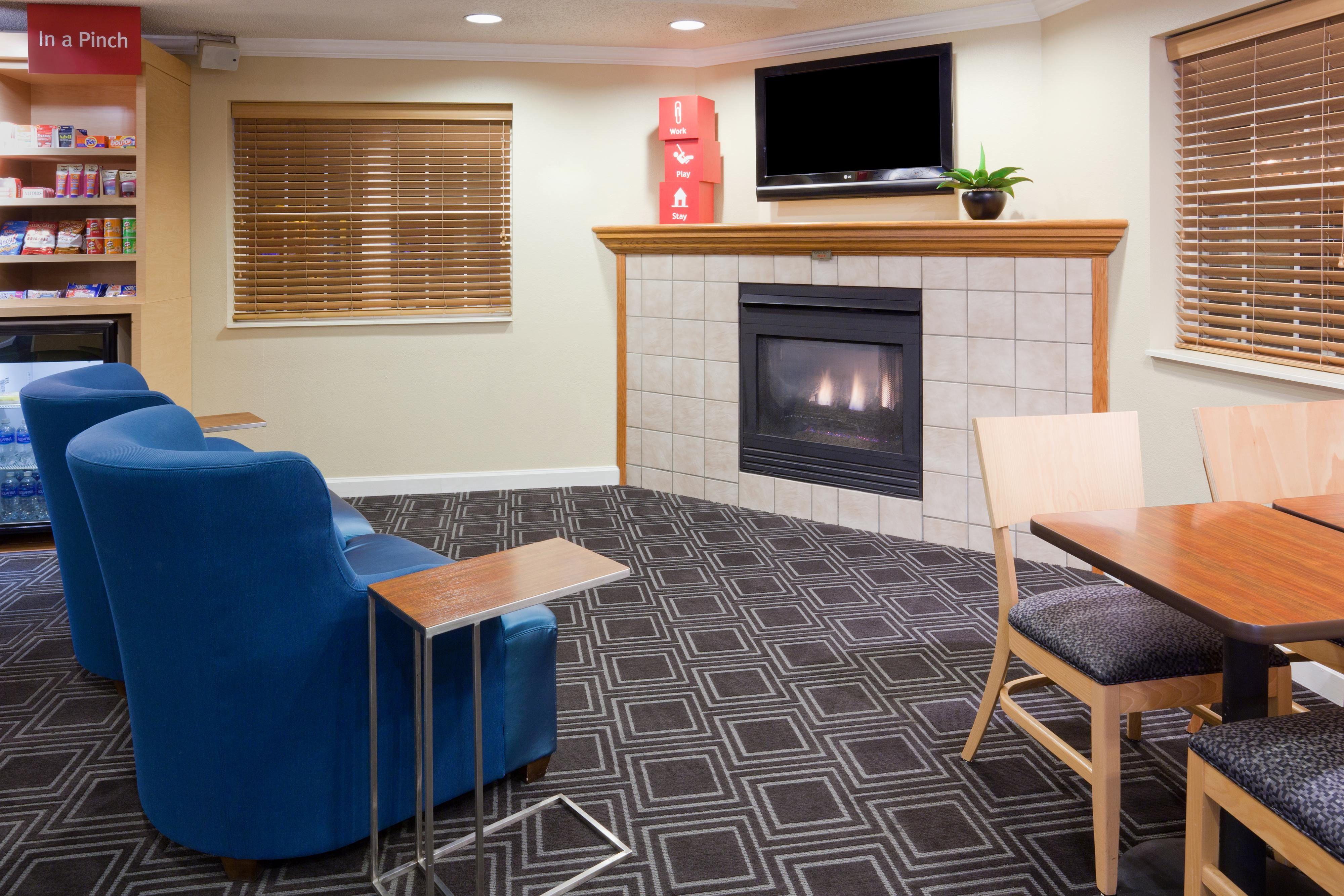 TownePlace Suites Minneapolis Eden Prairie Lobby Seating
