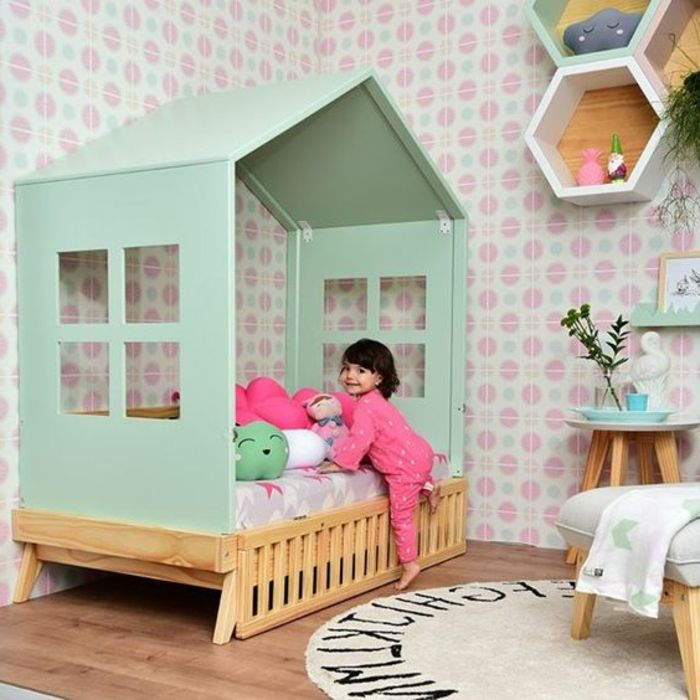 Kinderzimmer Einrichtung Frohe Mädchen Kleines Haus Im Eigenen