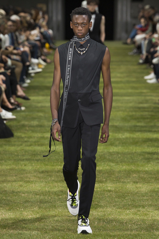 Dior Men Spring 2018 Menswear Fashion Show   Runway I SS Mens  18 ... 29b18ac639b