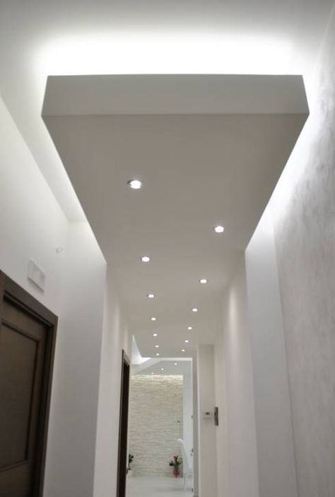 MoLo house: Ingresso, Corridoio & Scale in stile in stile Moderno di Salvatore Nigrelli Architetto