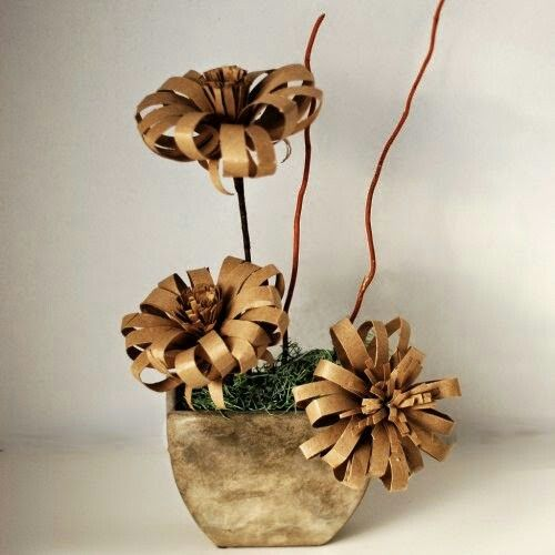 Ideas faciles artesanas y manualidades pinterest rolls diy flowers diy crepe paper flowers diy paper flower made from a recycled wrapping paper tube and a recycled toilet paper roll mightylinksfo