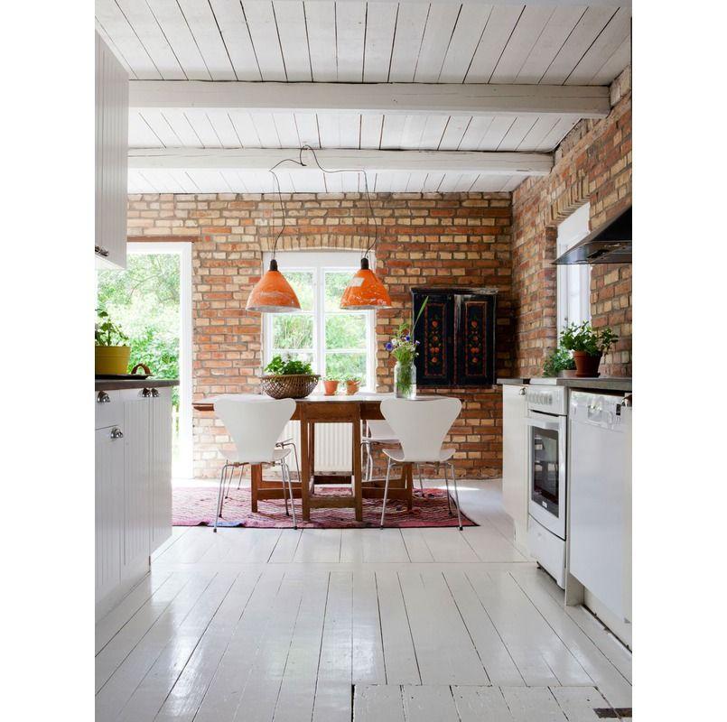 Biala Kuchnia Z Ceglana Sciana White Kitchen With Brick Wall Kitchen Interior Interior Design Kitchen Home Decor