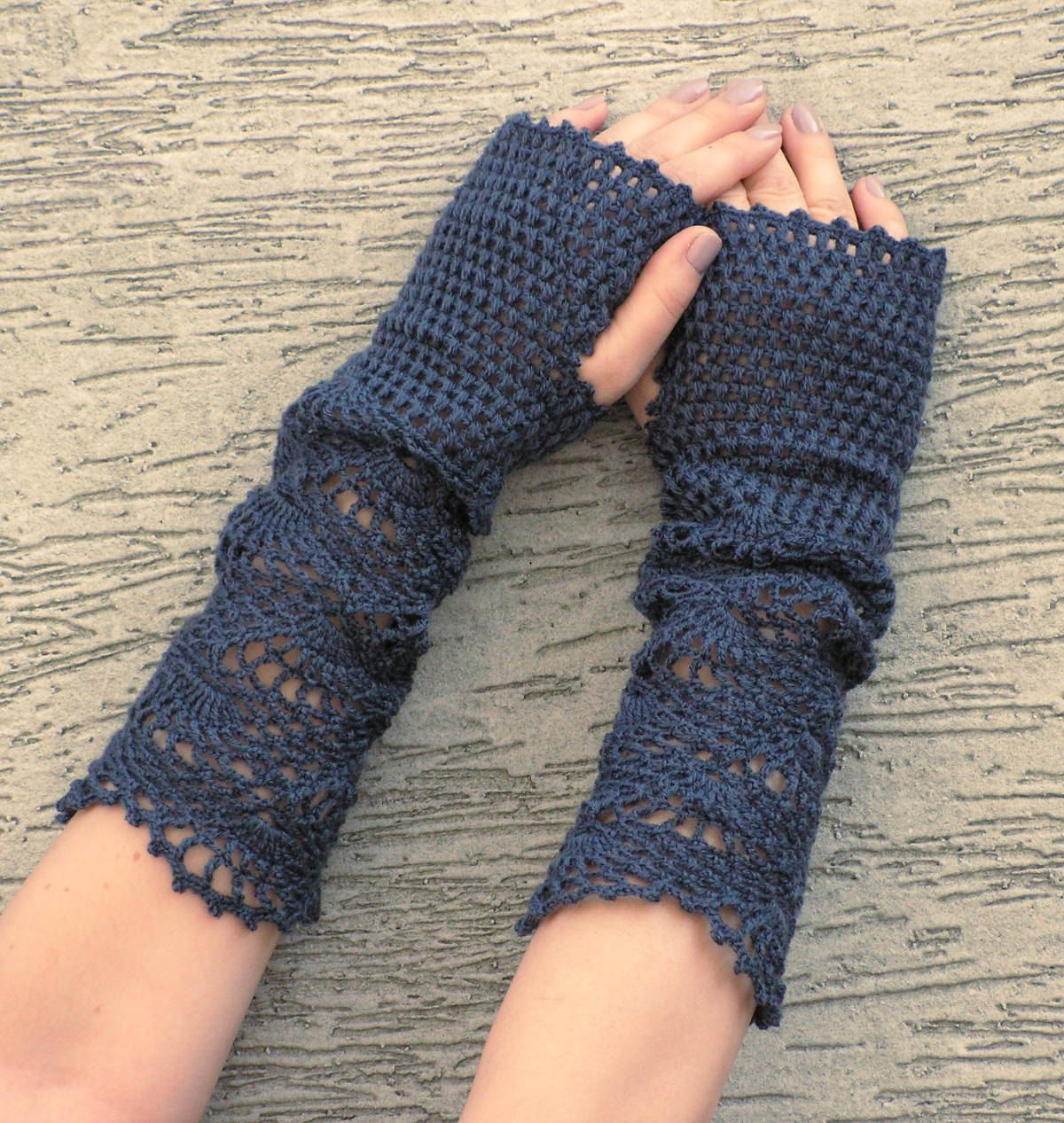 delicate crochet gloves are just beautiful | The Project Page ...