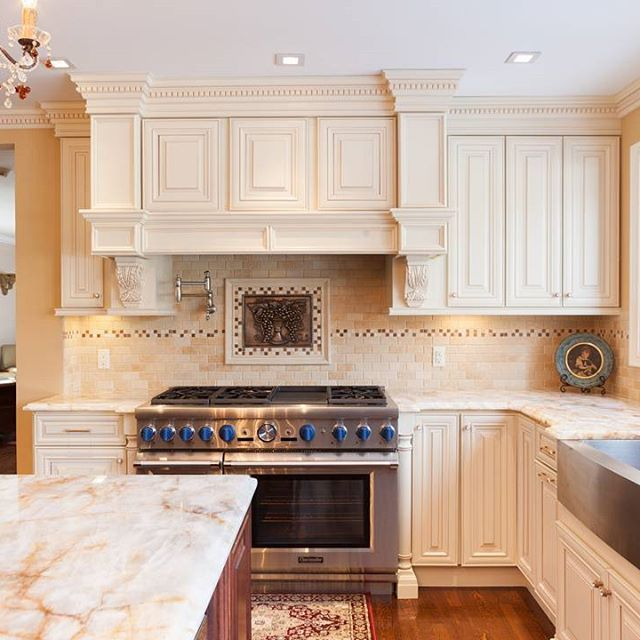 A7 Creme Maple Glaze Kitchen Cabinets Bathroom Cabinets Florida Kitchen Design Farmhouse Kitchen Design Kitchen Remodel Glazed Kitchen Cabinets