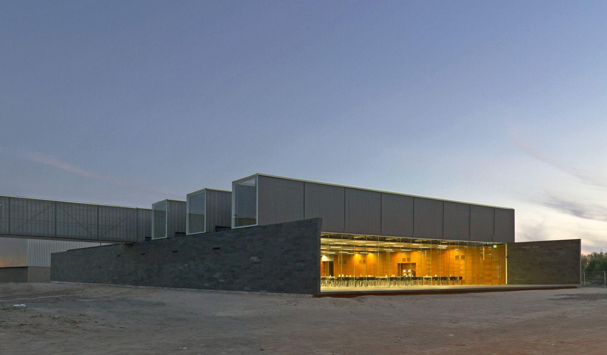 Galería de Comedor-Multi de habitaciones, Iron Mountain / Polidura + Talhouk Arquitectos - 2