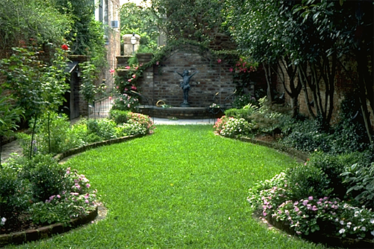 A small courtyard garden in charleston south carolina for Small courtyard landscaping