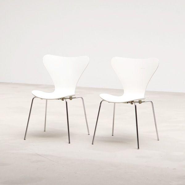 Arne Jacobsen two Chairs '3107' for Fritz Hansen 1971
