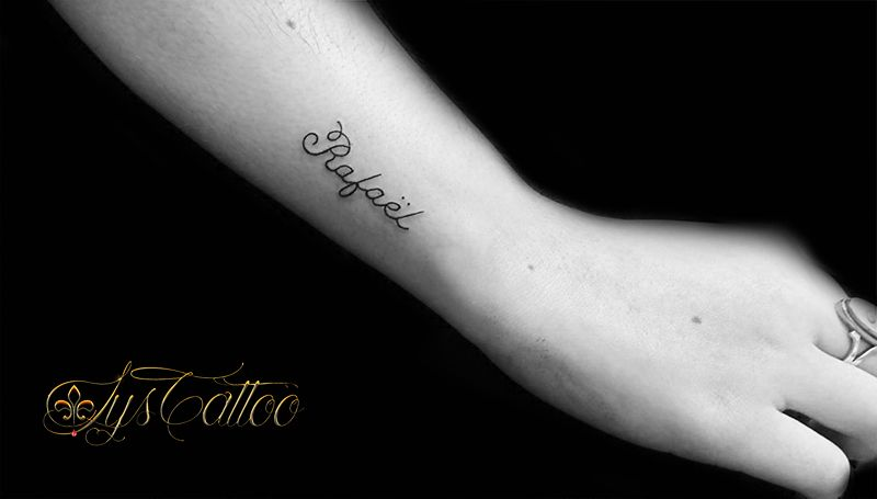 Tatouage Lettrage Mot Prenom Avant Bras Femme Sur Le Cote Du