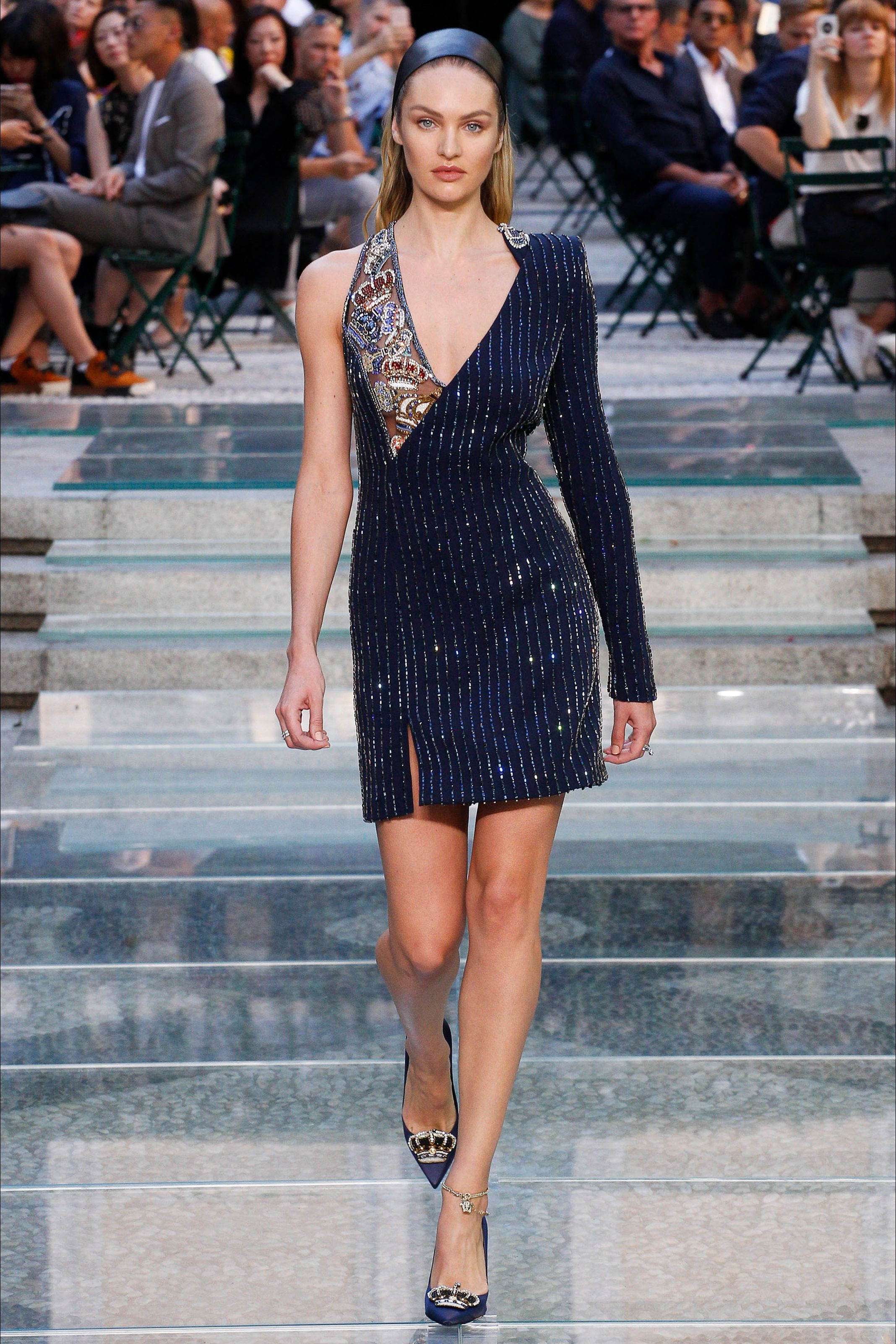 6f1901f7d2c4 Sfilata Moda Uomo Versace Milano - Primavera Estate 2018 - Vogue ...