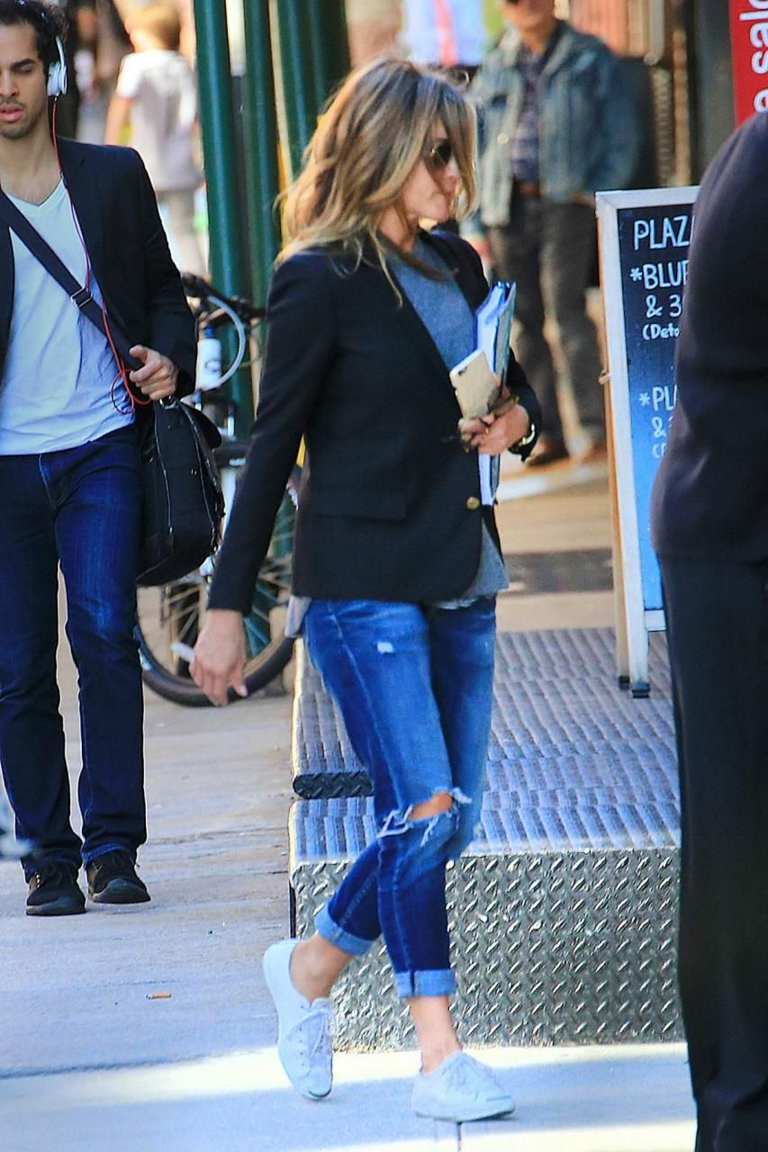 d81091760ca9 Jennifer Aniston wearing Converse Jack Purcell Shoes in White