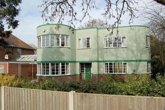 1930s art deco house in Gloucester, Gloucestershire - WowHaus