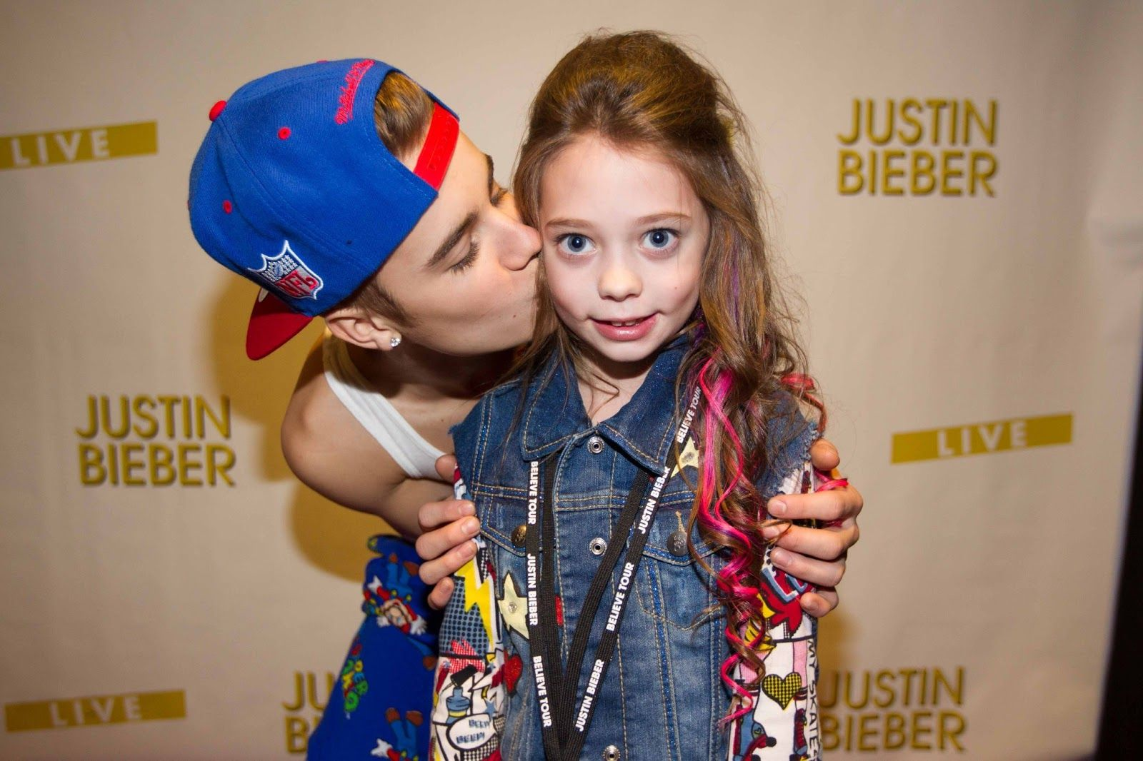 Lucky young belieber with justin bieber belieber justinbieber justin bieber meeting fans in pajamas kristyandbryce Choice Image
