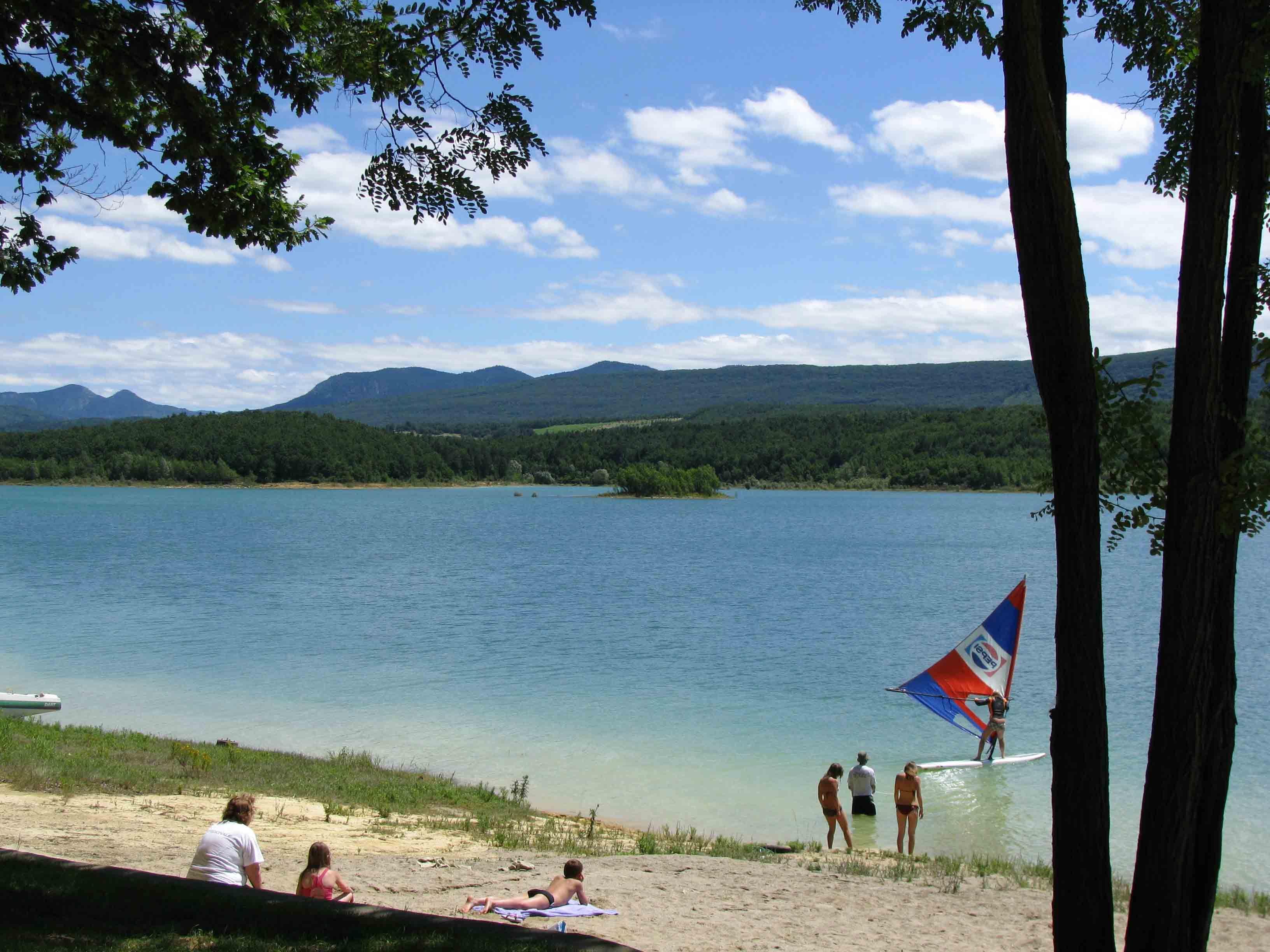 lac-montbel swimming lake | Lake, Natural landmarks, Landmarks