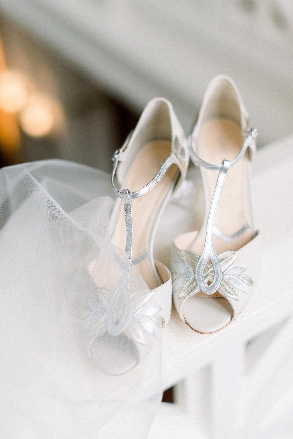 Brautschuhe Silber Gold Creme Mit Art Deco Elementen Und Riemchen 20er Jahre Hochzeit 20 Jahre Hochzeit Schuhe Hochzeit Brautschuhe