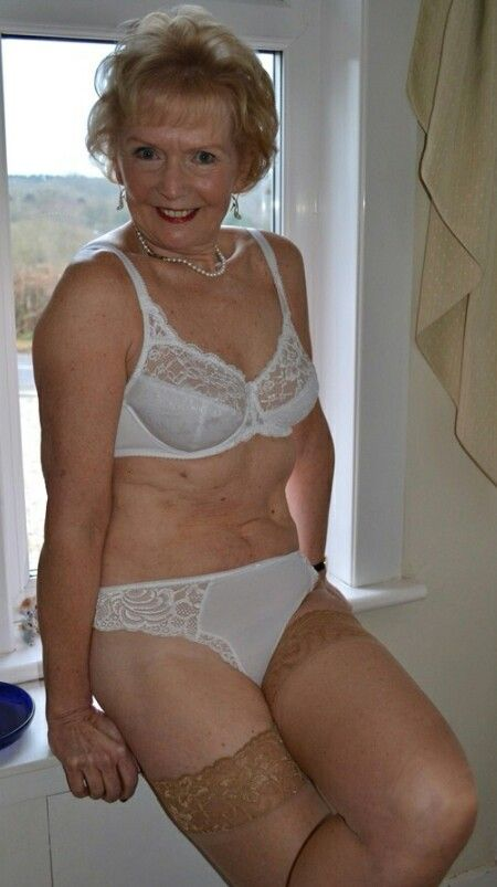 Mature girls sexy in lingerie