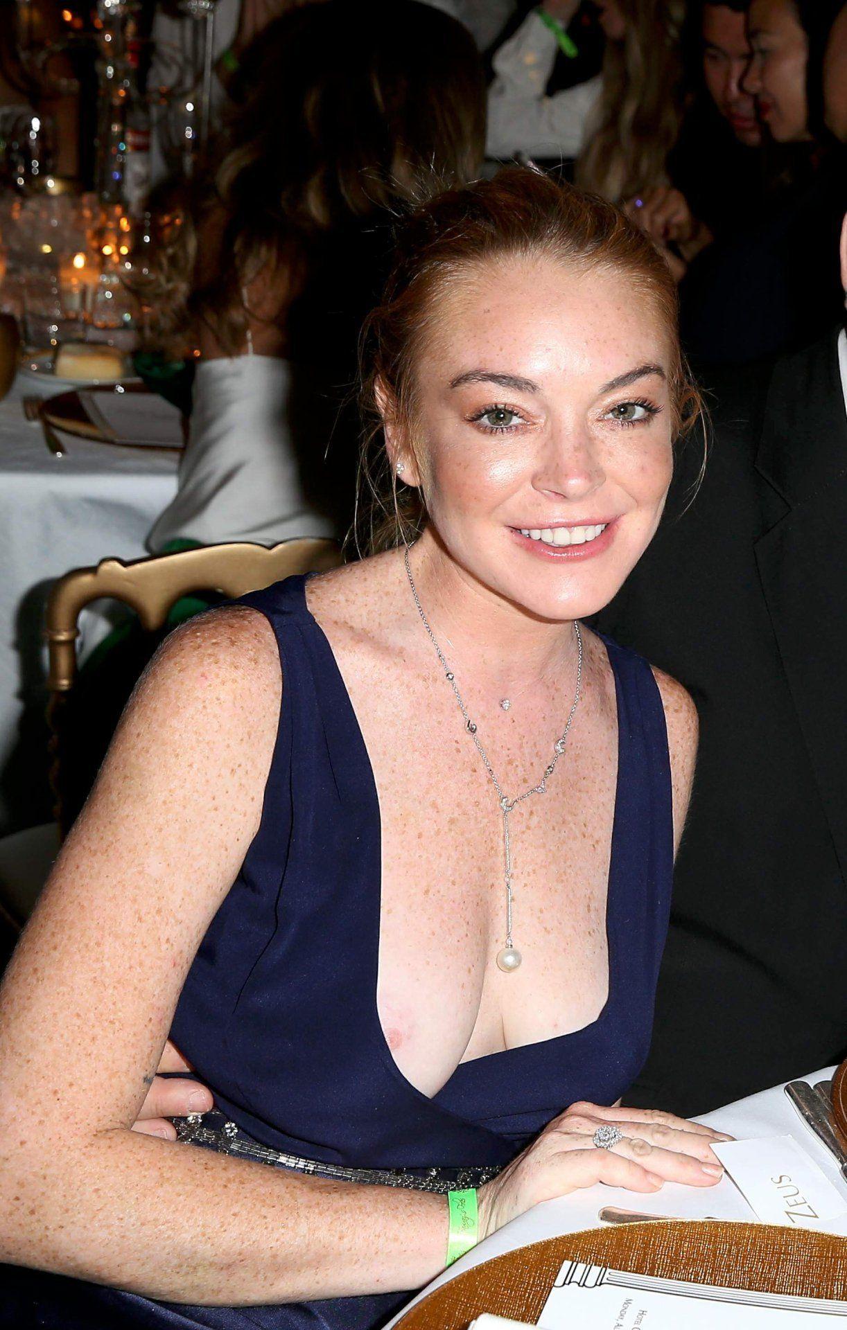 lohan slip Lindsay nip