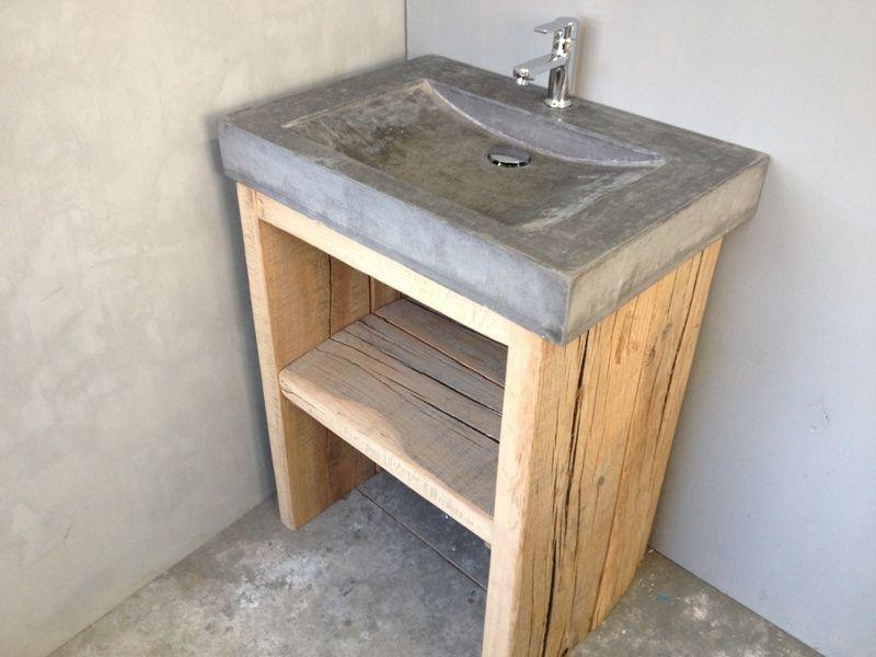 Badmeubels van hout en beton for Kastje onder wastafel toilet
