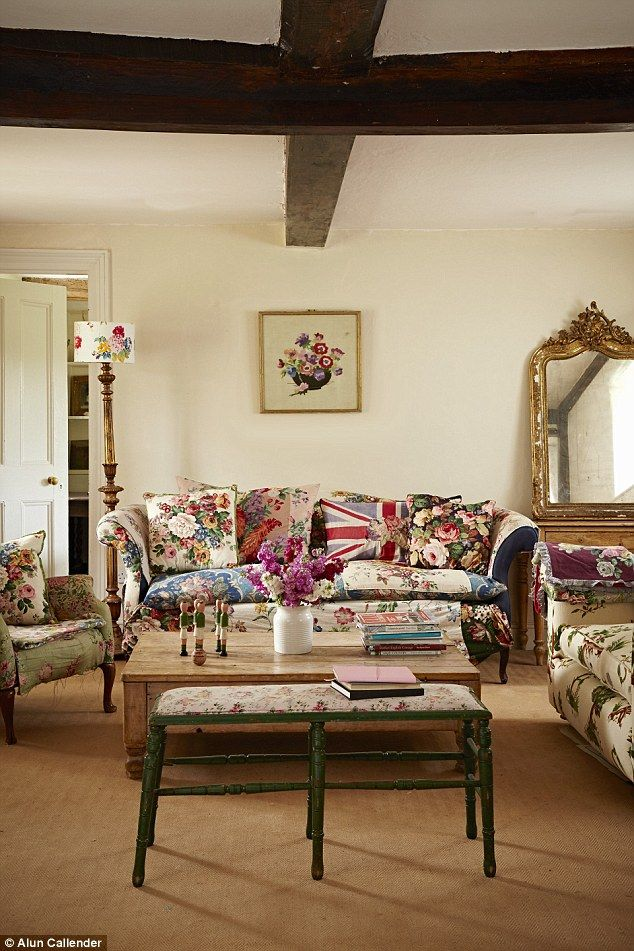 Lifestyle Give Chintz A Chance Home Design Living Room