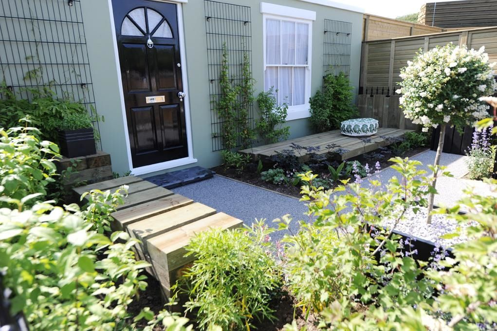 A Front Garden Using Timber Sleepers And Metal Wall Trellis Front