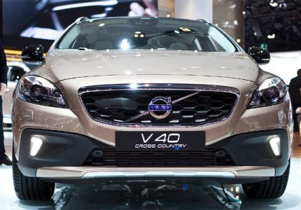 The Swedish auto manufacturer, Volvo India, launched it's much awaited compact crossover car V40 'cross country ' all over the India at Rs. 28.5 Lakh (ex-showroom price) and the company also tied up with Bajaj Allianz for insurance of car all over the country.