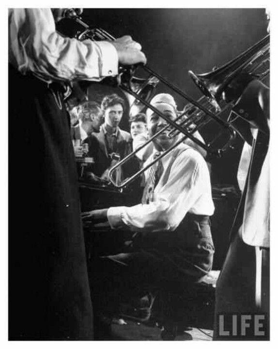 """""""It Don't Mean a Thing (If It Ain't Got That Swing)"""". Duke Ellington"""