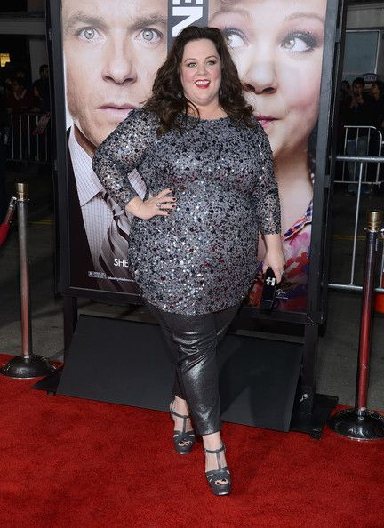 she looks awesome  MELISSA MCCARTHY AT THE PREMIERE OF IDENTITY THEFT