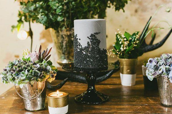 gold-bronze-copper-industrial-warehouse-wedding-bridal-inspiration-Janneke-Storm10