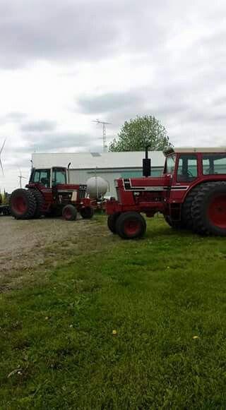 IH 1086 & 1976 IH 1566 Black Stripe
