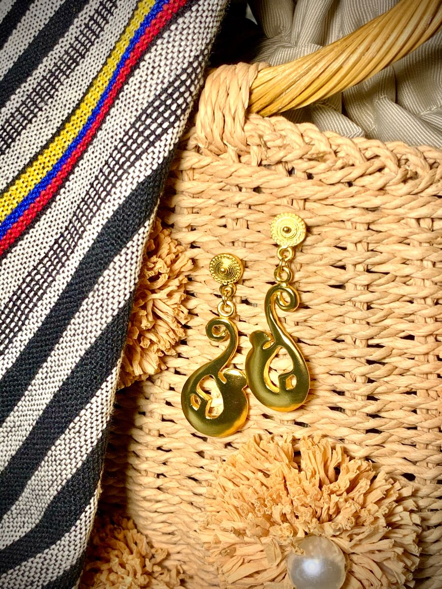 #monkey#earrings#handmade#handmadejewelry#goldjewelry#trendyearrings#uniqueearrings#fashionforward#style#accesories#fallfashion#colombianartist#artisan#artisanmade#colombian