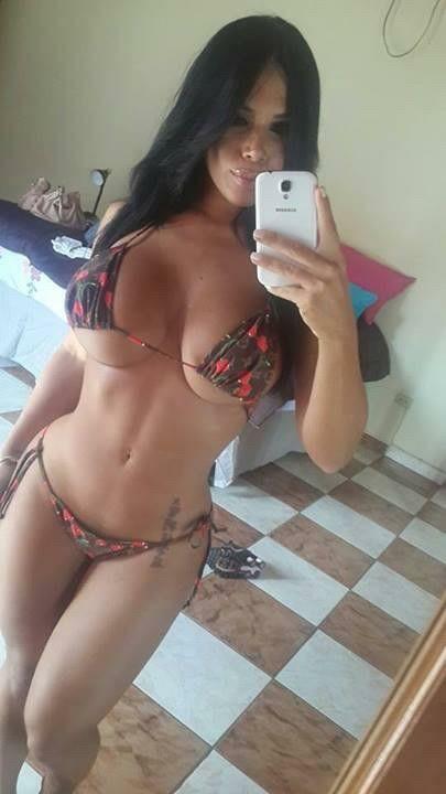 Busty sexy brunette selfshot selfie pechos via Sexy 30