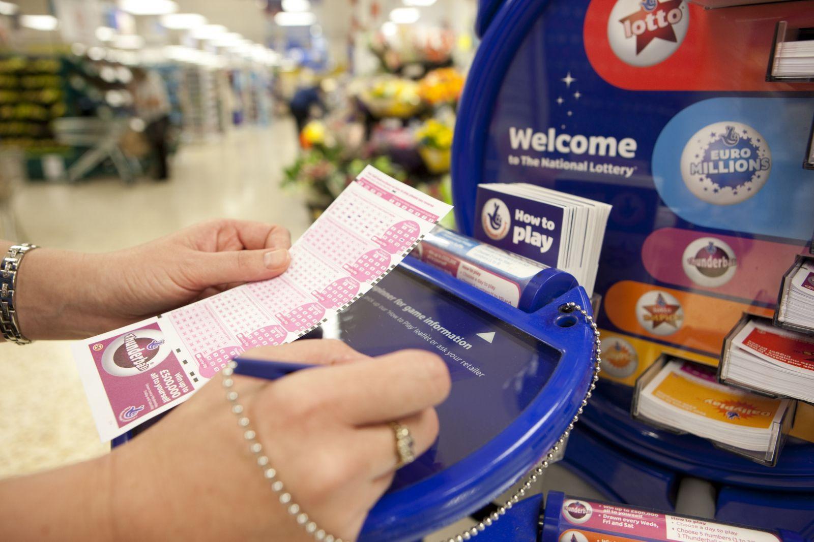Η Επιτροπή Τυχερών Παιχνιδιών της Αγγλίας (UKGC) αποκάλυψε ότι η Εθνική Λοταρία είναι η πιο δημοφιλής δραστηριότητα στα τυχερά παιχνίδια στην Αγγλία
