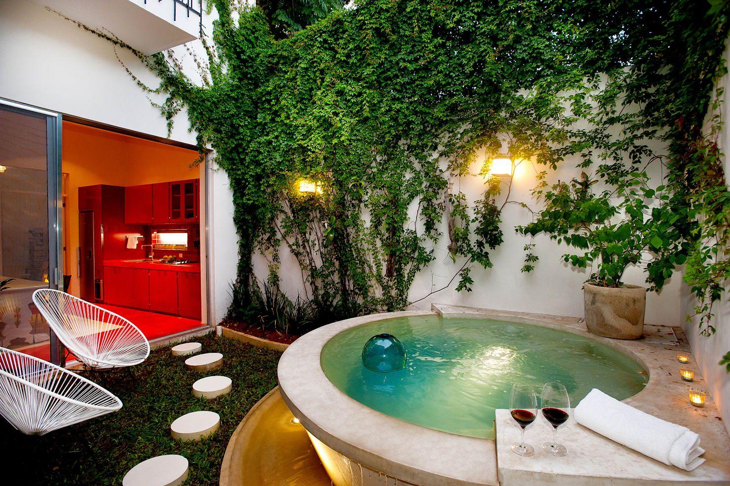 16 fabulosas piscinas y jacuzzis para patios pequeños | Jacuzzi and ...