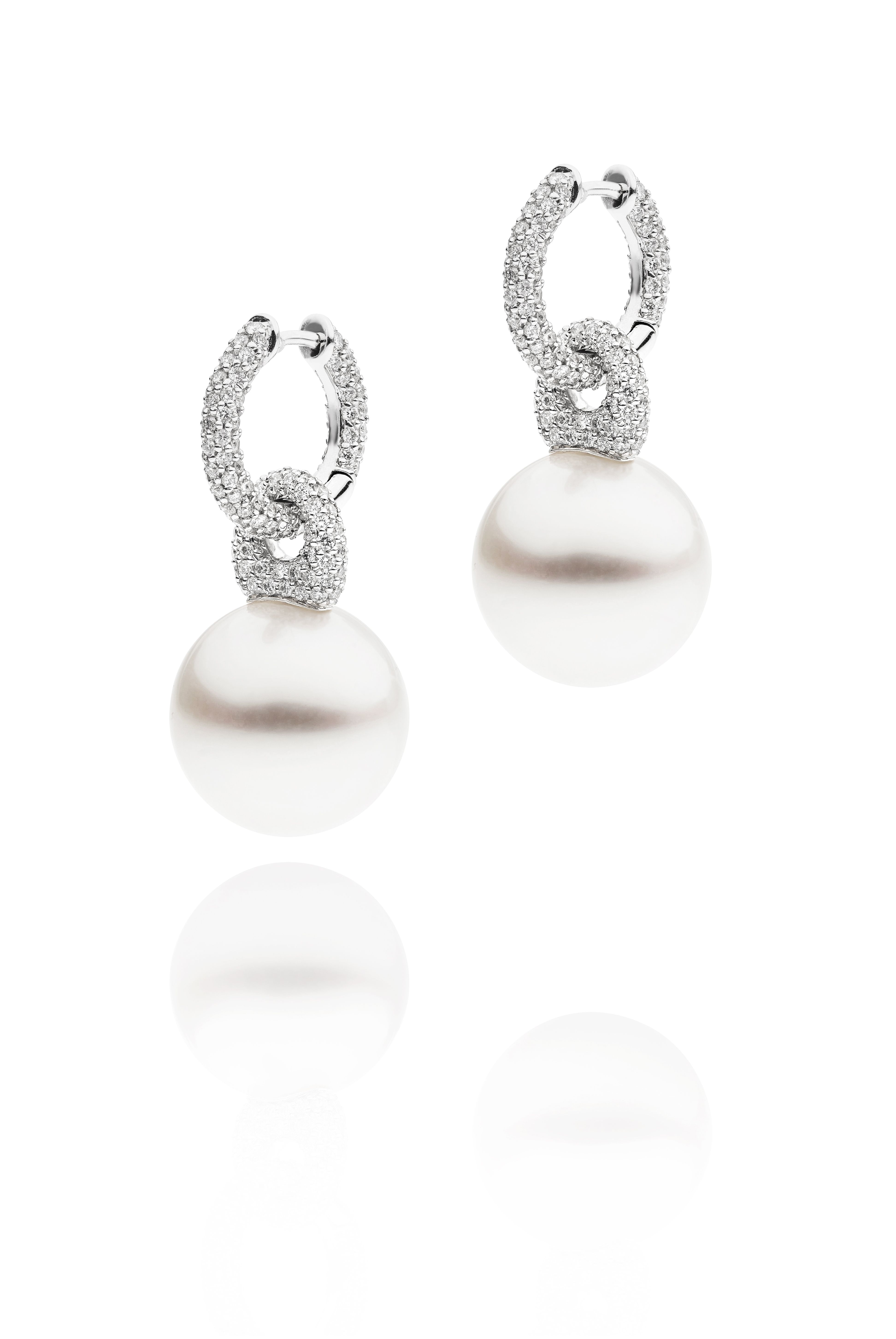 AUTORE Link Earrings  18k White Gold with White Diamonds and South Sea pearls  JE14090053
