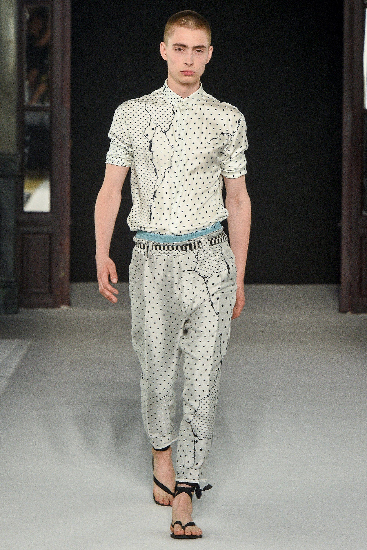 d65c966f5b7 The complete Haider Ackermann Spring 2018 Menswear fashion show now on  Vogue Runway.