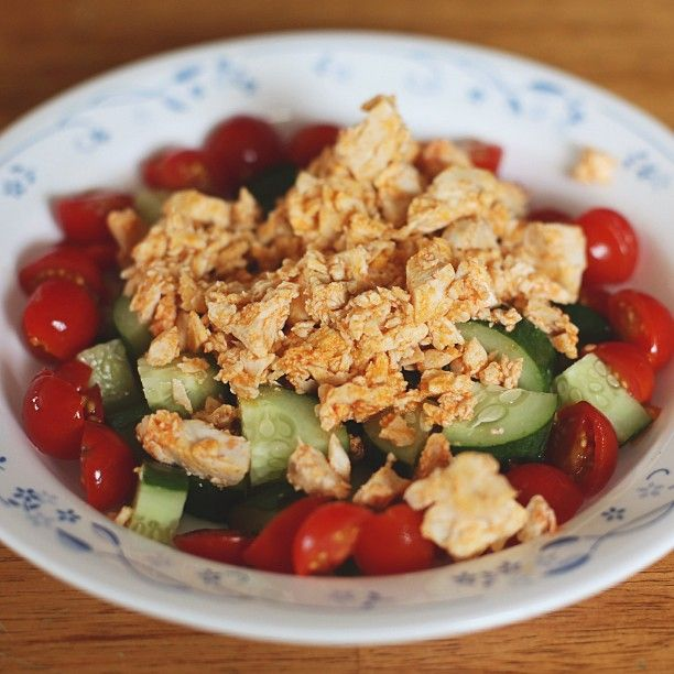 Spicy Buffalo Chicken with Cucumbers and Cherry Tomatoes. So simple carbs here! I heated 3 ounces of chopped chicken breast in a few TBSP of Frank's Red Hot. Spoon your spicy chicken over a cup of quartered cucumbers and sliced cherry tomatoes. It's hot and cold goodness all at once. ;) | ginaraemiller Instagram