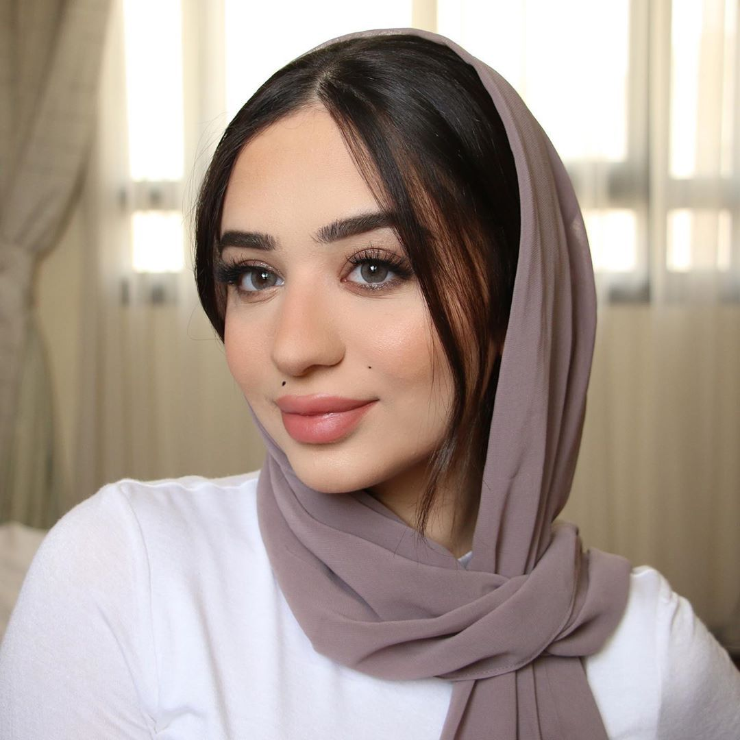 Jawaher Badr On Instagram How S Fasting Going For You I Never Seem To Get Used To It I Need To Have A Snack In My Hand A Hijabi Fashion Instagram Lenses