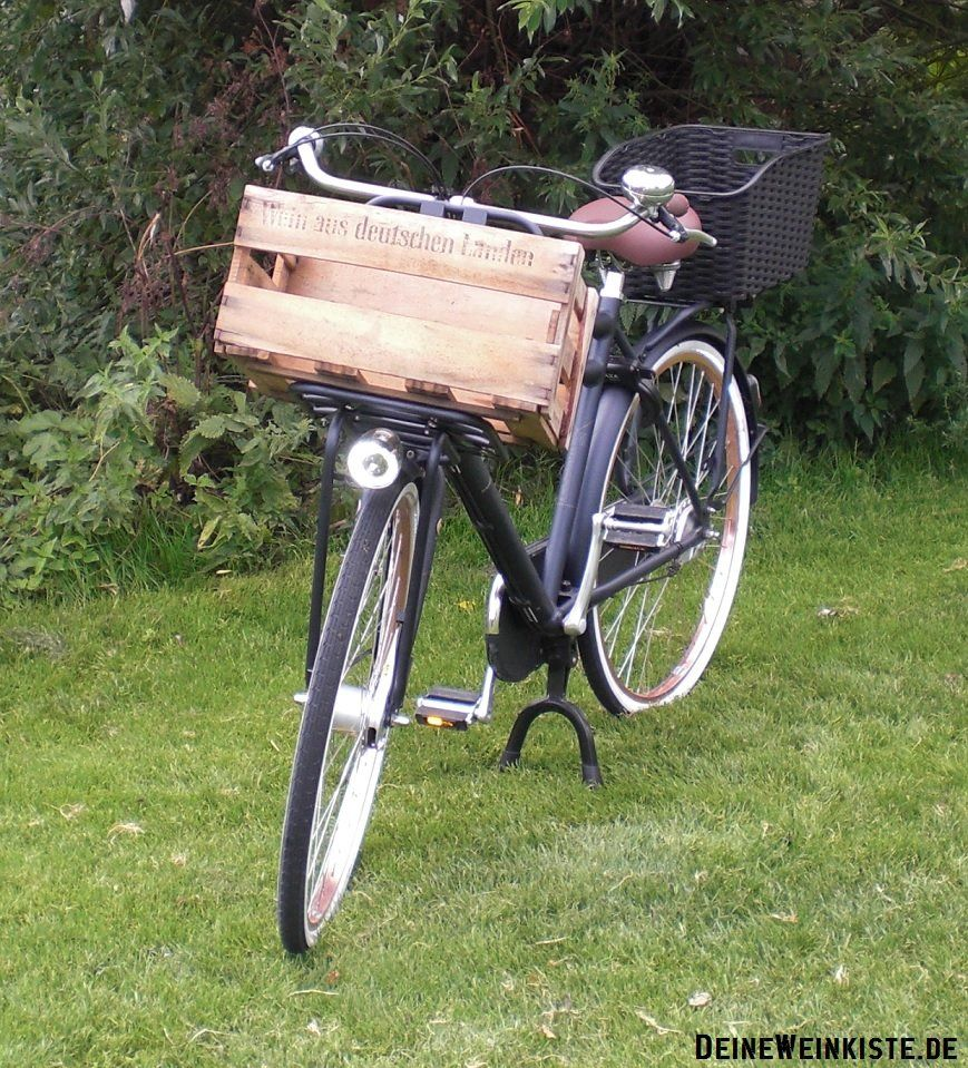 weinkiste als fahrradkorb vorne an retro fahrrad 19. Black Bedroom Furniture Sets. Home Design Ideas