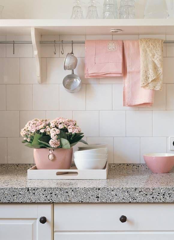 Kuchnia W Stylu Romantycznym Z Blatem Z Lastriko Cottage Style Furniture Decor Chic Home Decor