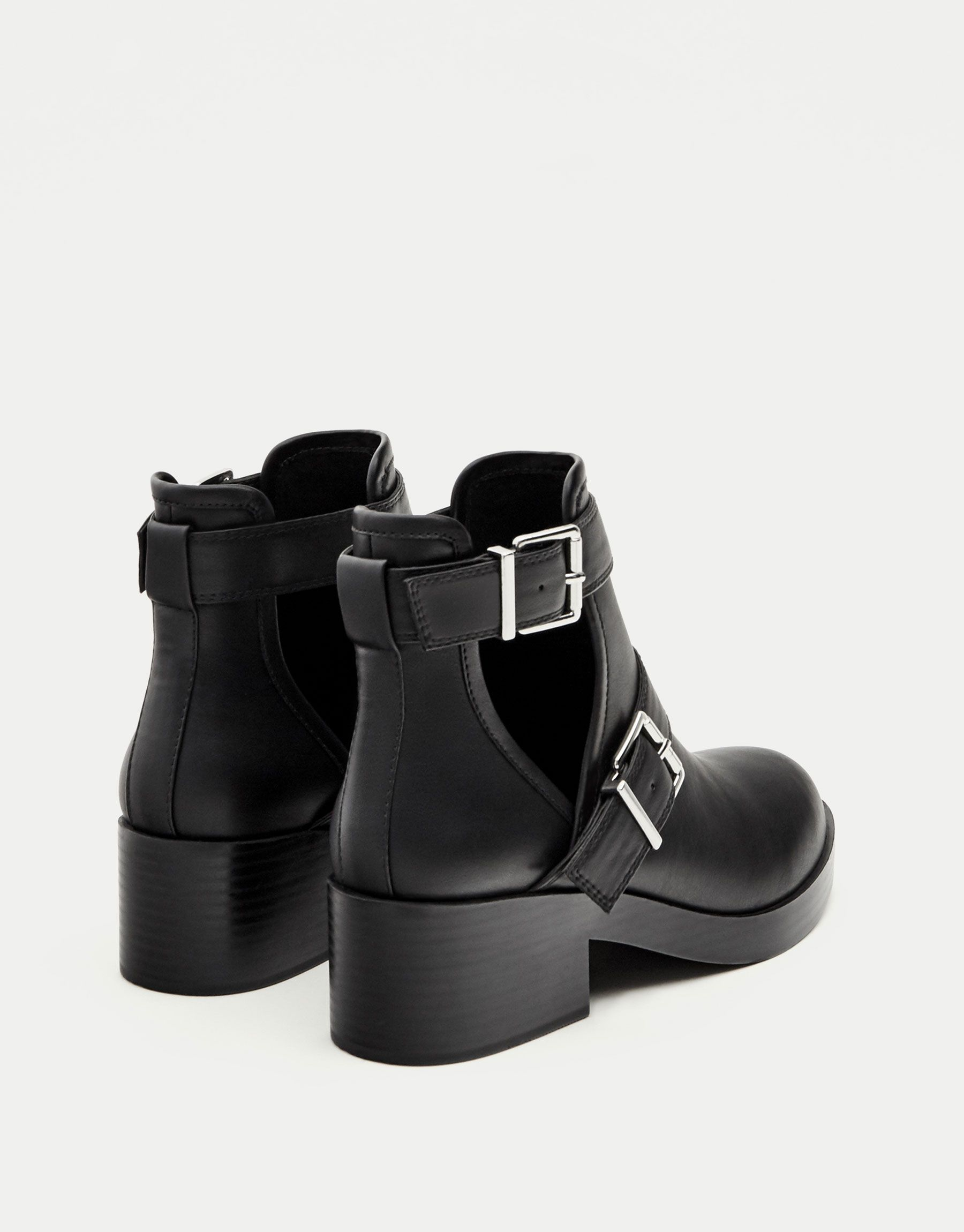 1db731e5a Flat openwork ankle boots - Ankle boots - Shoes - Woman - PULL&BEAR Mexico