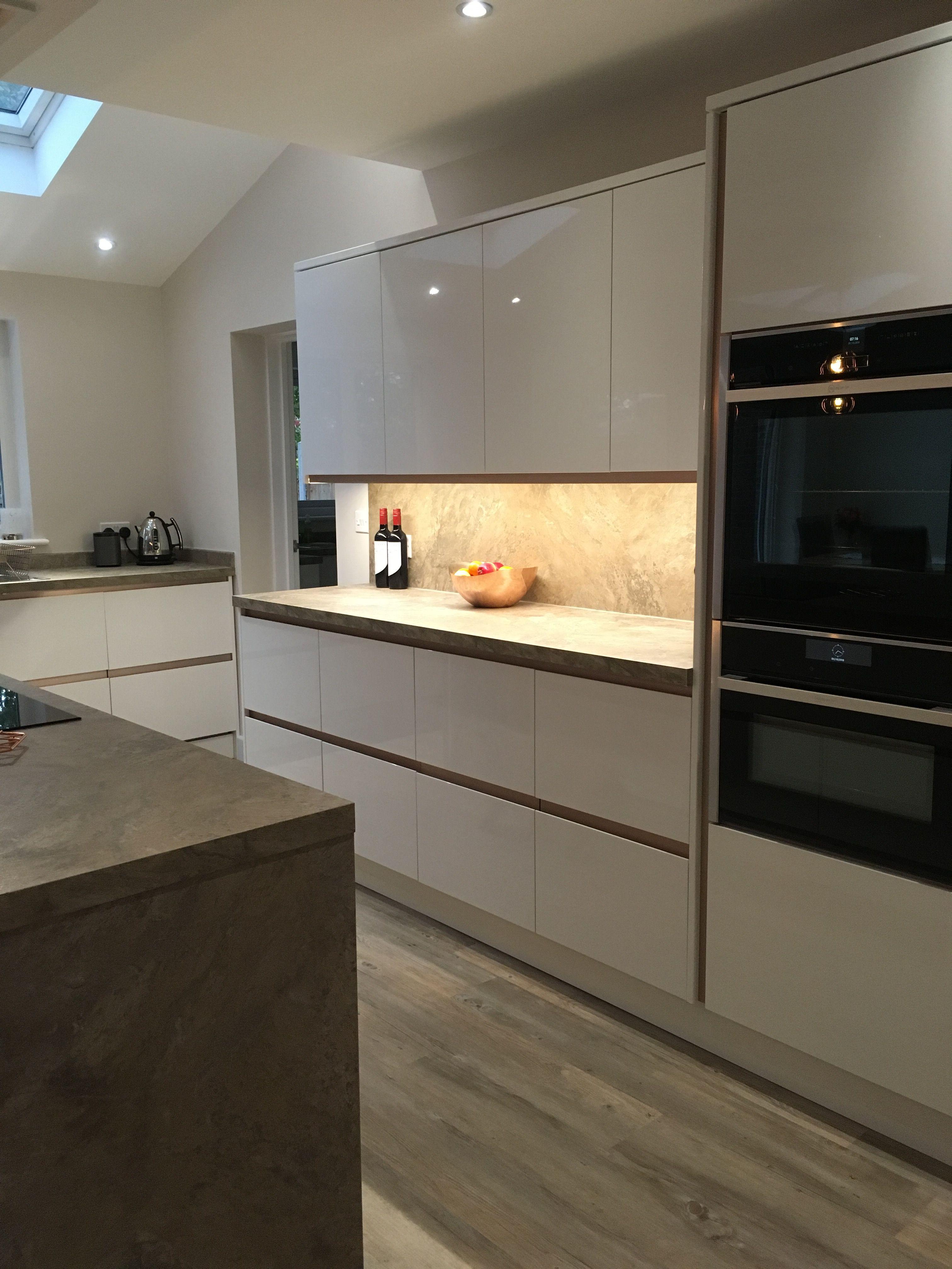 Howdens Balham Gloss White With Copper Trim Kitchen Design Small White Gloss Kitchen Howdens Kitchens