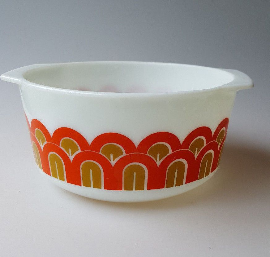 Pyrex Design 3qt ovenware mixing bowl red gold fishscales arches ...