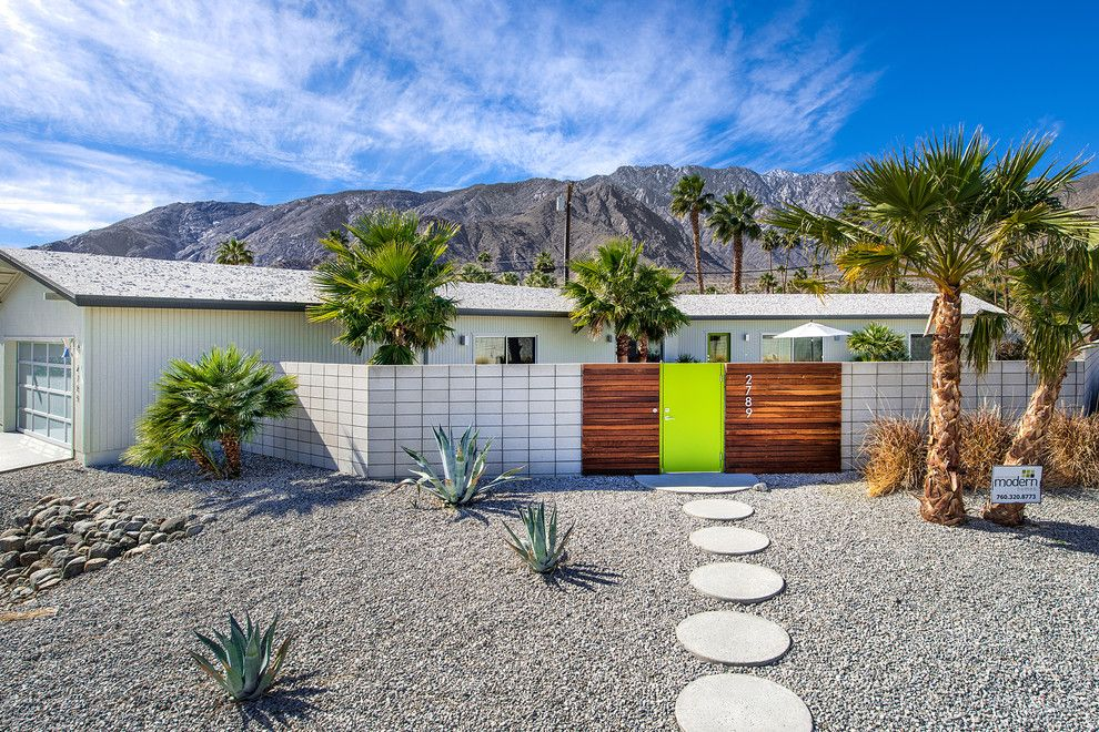 gravel front yard with round pavers l andscape midcentury ...