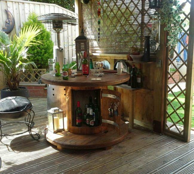 gartentisch aus holz beistelltisch idee kabeltrommel schrankfach alkohol minibar au engewand. Black Bedroom Furniture Sets. Home Design Ideas