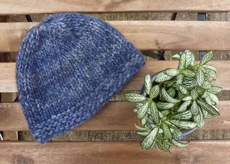 This free chunky beanie hat knitting pattern is suitable ...