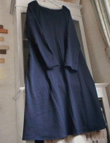 ブラックのお色のコットンウールニット生地で、肩落ちタイプの長袖ロングワンピースを制作いたしました(*^_^*)さてこちらのコットンウール天竺ニットの生地ですが...|ハンドメイド、手作り、手仕事品の通販・販売・購入ならCreema。