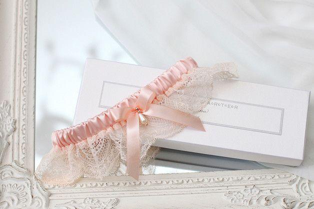 hochzeit strumpfband strumpfbänder braut hochzeitsstrumpfband spitze handgefertigt heirat heiraten gold blassrosa rosa rosengold erröten blass rosa dawanda