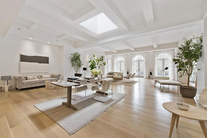 Jennifer Lopez's lush new living arrangement is located in Manhattan's Flatiron district. J.Lo repor...